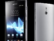 Sony Xperia P Silver stehend