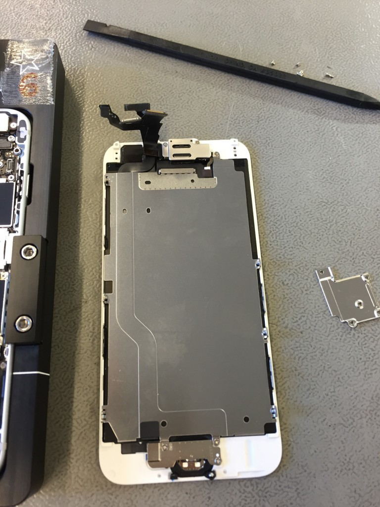 iPhone 6S Display ausgebaut