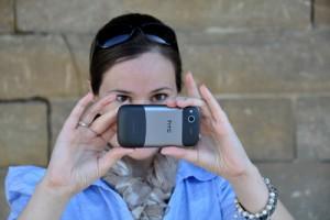 Frau mit Smartphone Foto