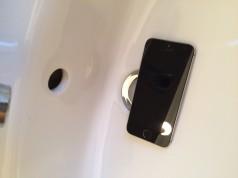 iPhone im Waschbecken Wasserschaden