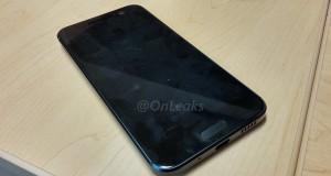 HTC One M10 liegend vorne