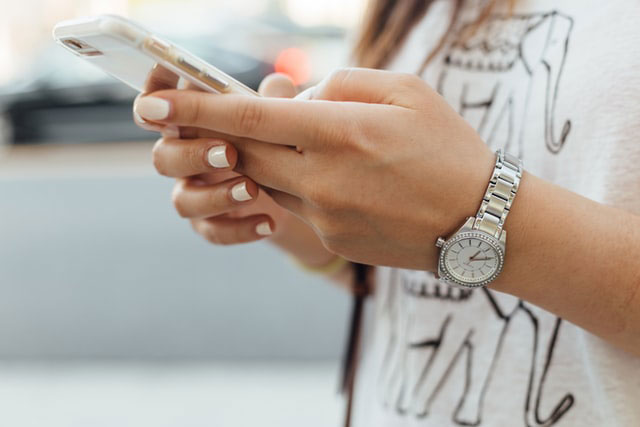 Spielen unterwegs Smartphone
